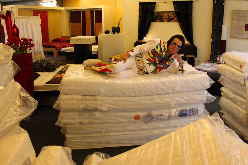 neuer ffnung betten jung. Black Bedroom Furniture Sets. Home Design Ideas